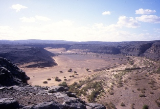 Oued Samene from above - no rideable way down except the dune slope at the back.