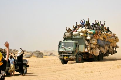 Gros porter heading back to Agadez