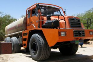 Chinese water tanker in Bilma